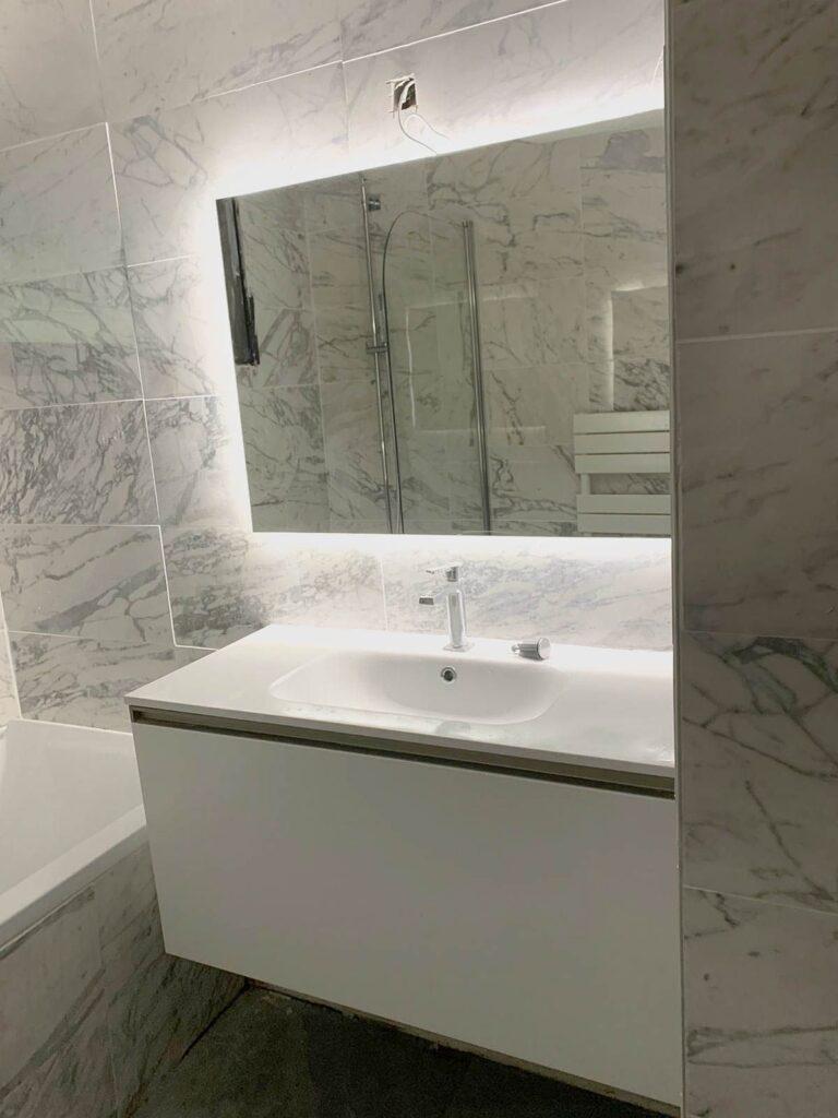 Salle de bain en marbre sur Paris